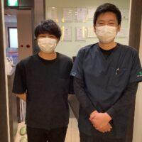 腰痛でお悩みの杉山遼さん(24歳/現場監督)